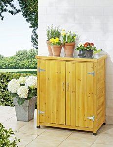 Une jolie armoire de jardin en bois
